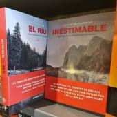 EL RIU i també l'INESTIMABLE a totes les #llibreries. #novellanegraencatala #thrillersencatala #novellanegra #thriller