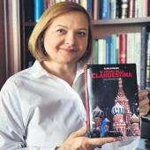 L'autora d'EL SECRET DE LA CLANDESTINA entrevistada a @el_punt_avui  #elenavavilova  Llisca per llegir l'entrevista. ⬅️  El secret de la clandestina és una novel·la d'espies, de base autobiogràfica, vista des de l'altre costat del Mur. Però també és una novel·la sobre l'evolució del món tal com l'hem conegut des de finals del segle XX fins a principis del XXI, des de l'època de Bréjnev fins a Putin. Elena Vavilova (Tomsk, Rússia, 1962) és una escriptora russa i ha estat agent d'intel·ligència del KGB i de l'SVR.   Traductor del rus #joseplluisalay  #rus #russia #espies