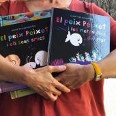 #abraçaelsllibres fes-te una foto abraçant els llibres que més t'agraden. Jo avui abraço els nous llibres del #peixpeixet  El peix peixet i les meravelles del mar/ El peix peixet i els seus amics de @guidovangenechten